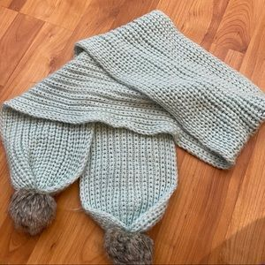 Accessories - Gray knitted scarf with Pom poms